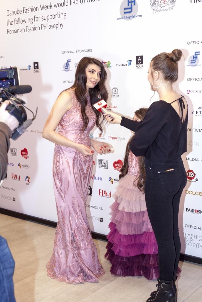 Oana Voiculet da interviu pentru Prima tv la festivalul de moda, Romanian Fashion Philosophy