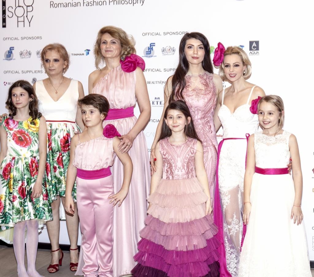Oana Voiculet alaturi de Luiza Willems, Daniela Palade si Andreea Paul, la deschiderea festivalului de moda, Romanian Fashion Philosophy