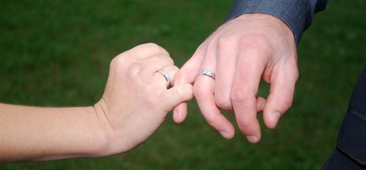 Să vinzi sau nu inelul de căsătorie?